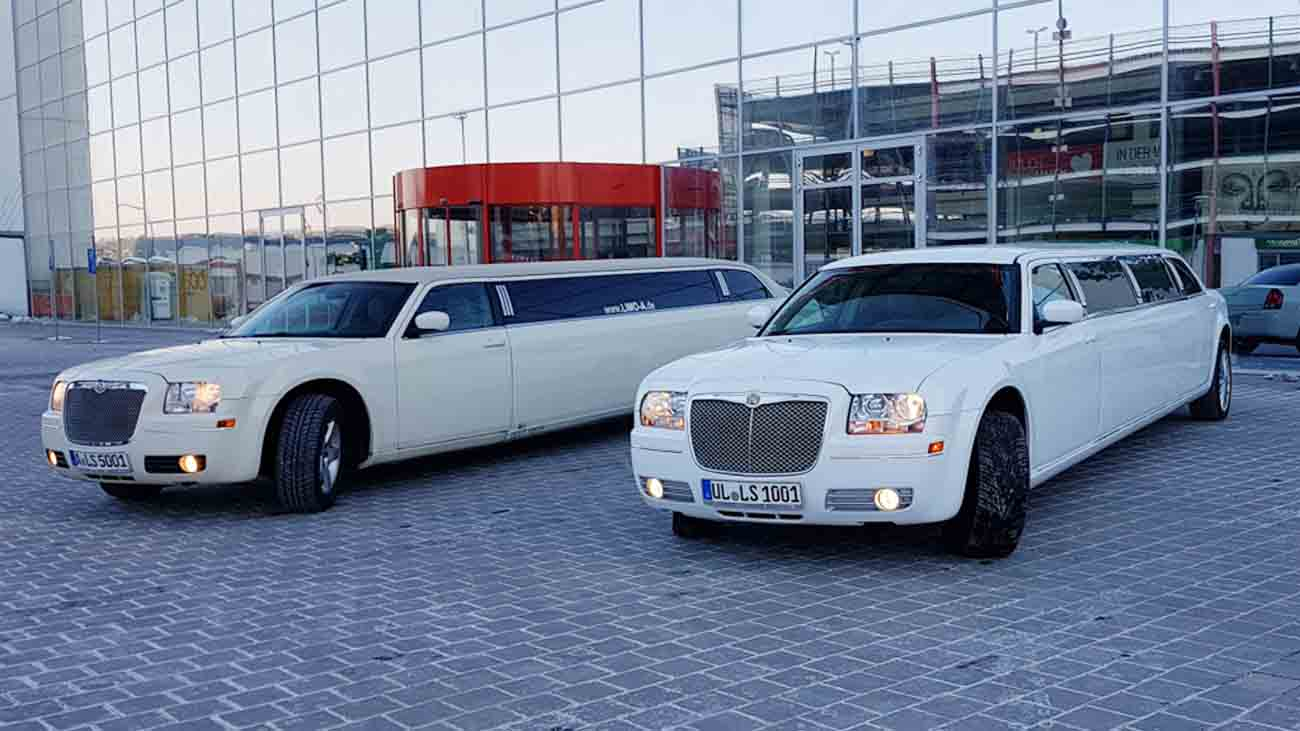 2 chrysler super stretch limousine in wei limousinen. Black Bedroom Furniture Sets. Home Design Ideas